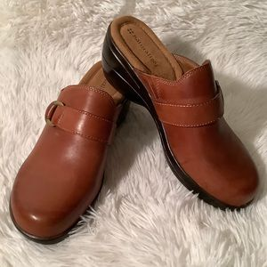 NATURALIZER LEATHER MULES